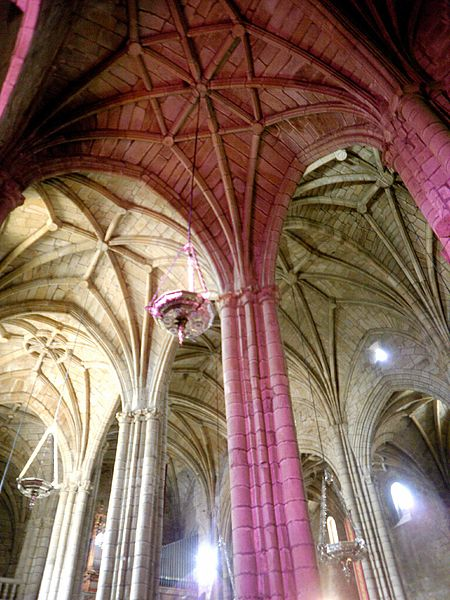 File:Caceres - Catedral, interiores 19.jpg