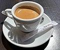 Café en terrasse à Embrun en mai 2021.jpg