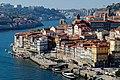 Cais da Ribeira depuis l'autre rive (38437548831).jpg