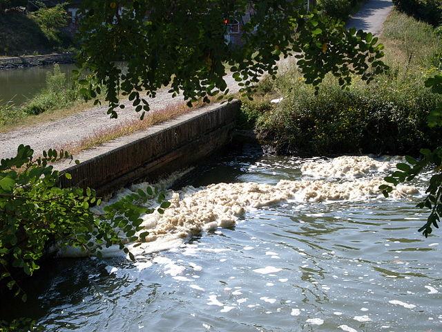 Znečistená voda