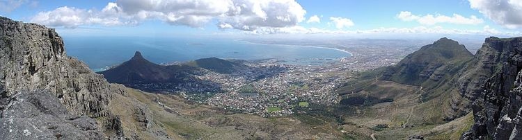 Panorama from the top of Table Mountain. From left to right are visible Lion's Head, Signal Hill, Robben Island, the Cape Town city centre, Table Bay, and Devil's Peak.