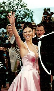 Zeta Jones At The Premiere Of Entrapment 52nd Cannes Film Festival In 1999