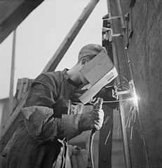 Cecil Beaton Photographs- Tyneside Shipyards, 1943 DB192.jpg