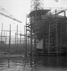 Cecil Beaton Photographs- Tyneside Shipyards, 1943 DB43.jpg