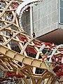 Centre Pompidou-Metz - Montage de la charpente en bois et des pièces de fixation de la toile.JPG