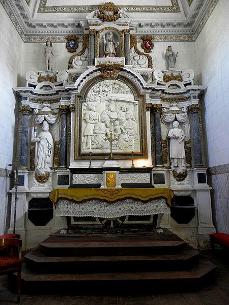Maître-autel de l'église Saint-Pierre de Chalons-du-Maine (53) et son retable.