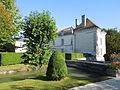 Château de Lignières, Wassergraben und Südpavillon.JPG