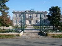 Château de Pierre-Levée.JPG