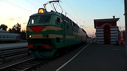 Файл:ChS7-236 coupling with a train, Kursk station.webm