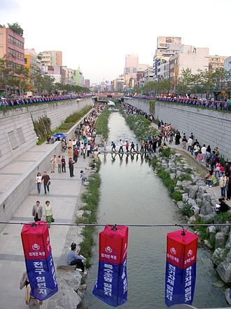 Cheonggyecheon - Shortly after reopening in 2005.