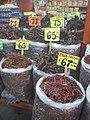 Chiles secos en mercado mexicano.jpg