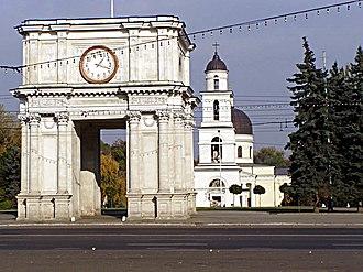 Triumphal arch, Chișinău - The Triumphal arch and Nativity Cathedral
