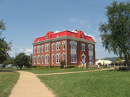 The historic Choctaw Capitol in Tuskahoma Choctaw capitol museum.jpg