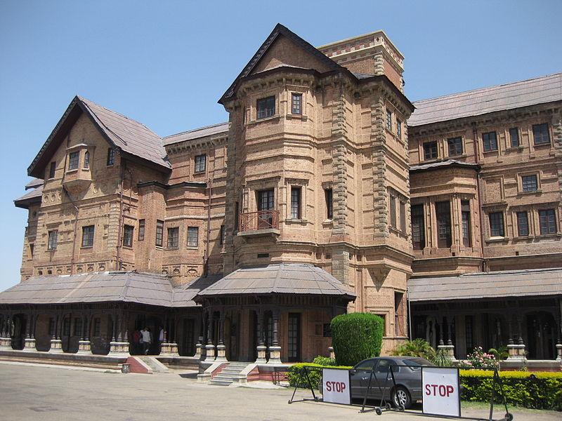 Closer view of Amar Mahal Museum, Jammu.jpg