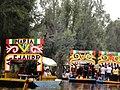Coloridas trajineras en Xochimilco, Ciudad de México.jpg