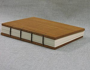 Section (bookbinding) - Modern model of Coptic binding with eight sections