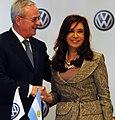 Cristina Fernández firma convenio con Volkswagen.jpg