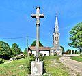 Croix devant l'église Saint Lazare.jpg