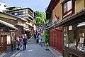 Dans le quartier d'Higashiyama à Kyoto (Japon) (43134407431).jpg