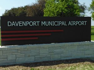 Davenport Municipal Airport (Iowa) - Image: Davenport Airport (Iowa) Sign