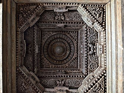 Decorative ceiling inside the Akkana Basadi at Shravanabelagola.jpg