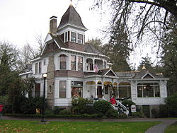 Deepwood House Christmas.jpg