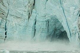 Desprendimiento en el glaciar Margerie, Parque Nacional Bahía del Glaciar, Alaska, Estados Unidos, 2017-08-19, DD 55.jpg