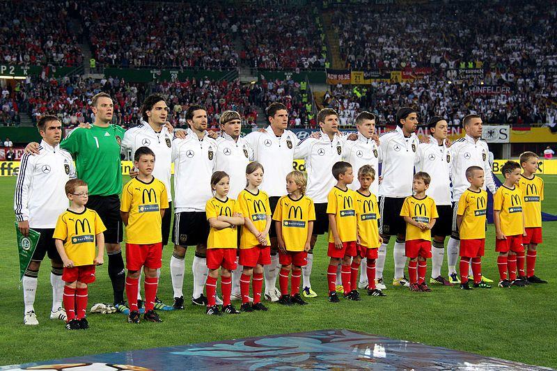 Datei:Deutsche Fußballnationalmannschaft 2011-06-03 (02).jpg