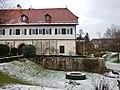 Ditizinger Schloss, Burganlage, ehem. Wasserschloss, 15-16. Jh. mit späteren Veränderungen, Doppelflügelanlage, Wassergraben bis etwa 1880 - panoramio.jpg