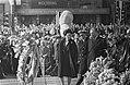 Dodenherdenking op de Dam, koningin Juliana en prins Bernhard leggen als eerste , Bestanddeelnr 920-2974.jpg