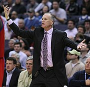 Doug Collins als Trainer der Philadelphia 76ers
