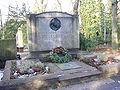 ESHengstenberggrab.jpg