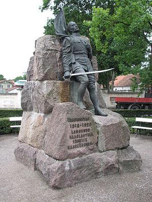 Amandus Adamson - Image: Eesti Vabadussõjas langenute Kuressaare mälestussammas