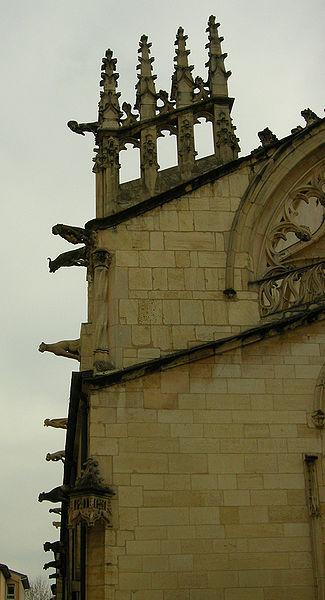 Pinacles de la façade de l'église Notre-Dame-des-Marais de Villefranche-sur-Saône.