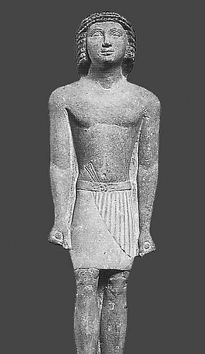 Skirt - Statue of Ramaat, an official from Gizeh wearing a pleated Egyptian kilt, ca. 2.250 BC
