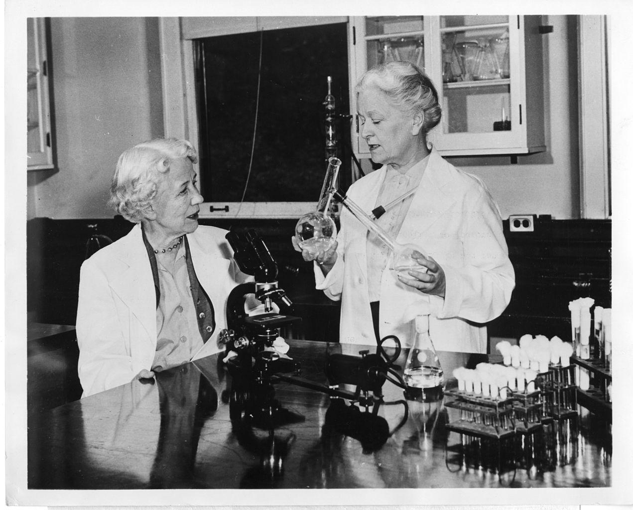 Resultado de imagen de woman scientist
