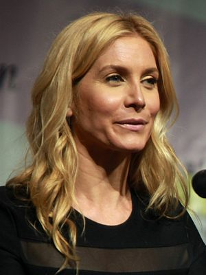 Elizabeth Mitchell - Mitchell at WonderCon in 2014