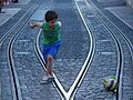 Enfant balon rail (34549457313).jpg