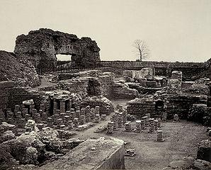 Unimmagine degli scavi a Uriconium, nello Shropshire, scattata da Francis Bedford, donata dal Regionarkivet e digitalmente restaurata da una volontaria di Wikimedia