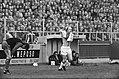 Excelsior tegen Ajax 1-2, Willy Brokamp wisselt van shirt, Bestanddeelnr 927-6883.jpg