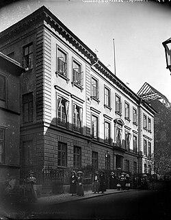 Exteriörbild från Lärarinneseminariet, Riddargatan 6, Stockholm, troligen 1910-tal - Nordiska Museet - NMA.0054000.jpg