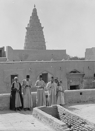 History of the Jews in Iraq - 1932 photograph of Ezekiel's Tomb at Kifl. The area was inhabited by Iraqi Jews who appear in the photo.