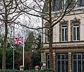 Fändel op hallefmast bei der Residenz vum engleschen Ambassadeur-101.jpg