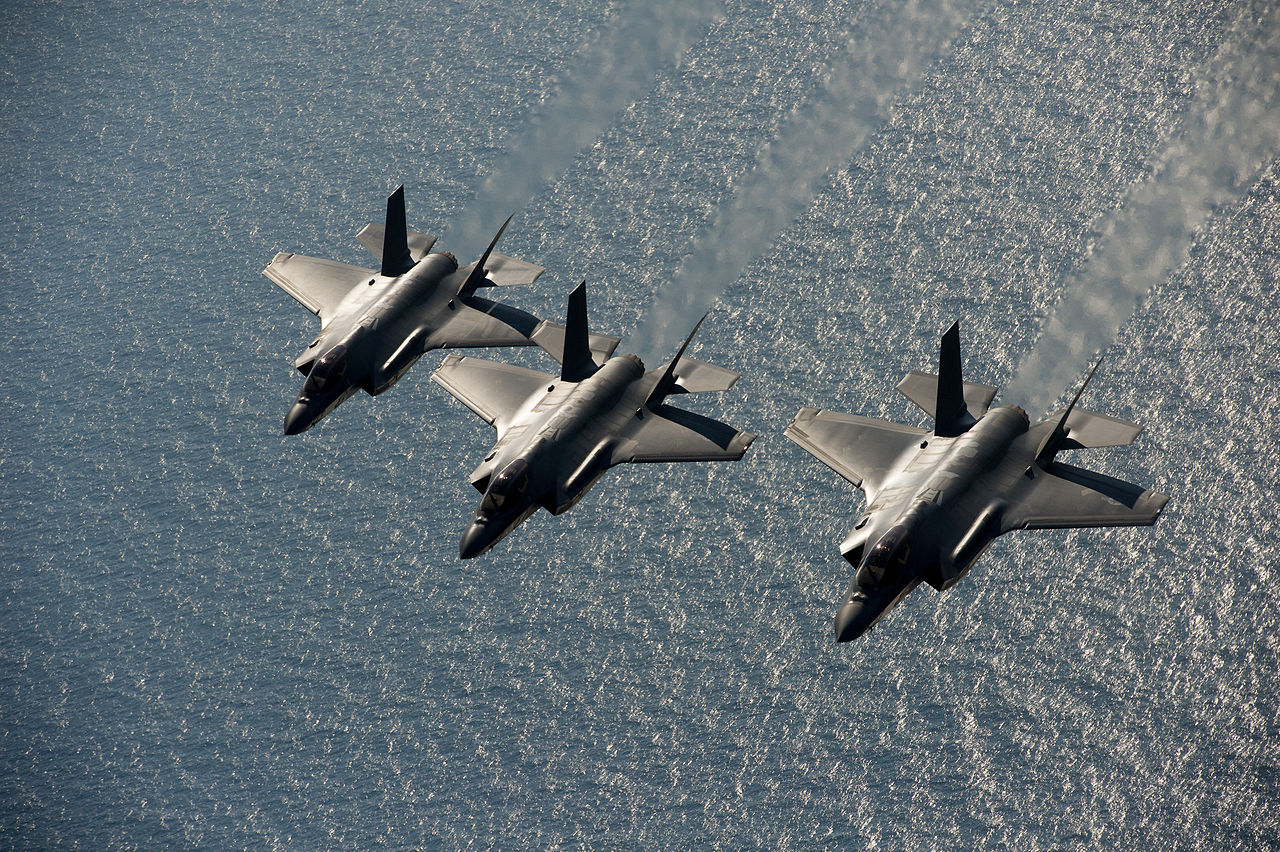 F-35A Lightning II隐形战机抵达英国 - wuwei1101 - 西花社