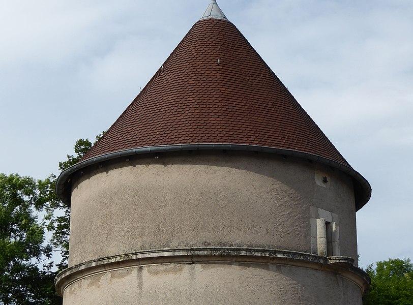 Détail de la tour médiévale à Faulx en Meurthe-et-Moselle (France).