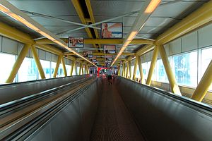 Fiumicino Airport 2011-by-RaBo-07.jpg