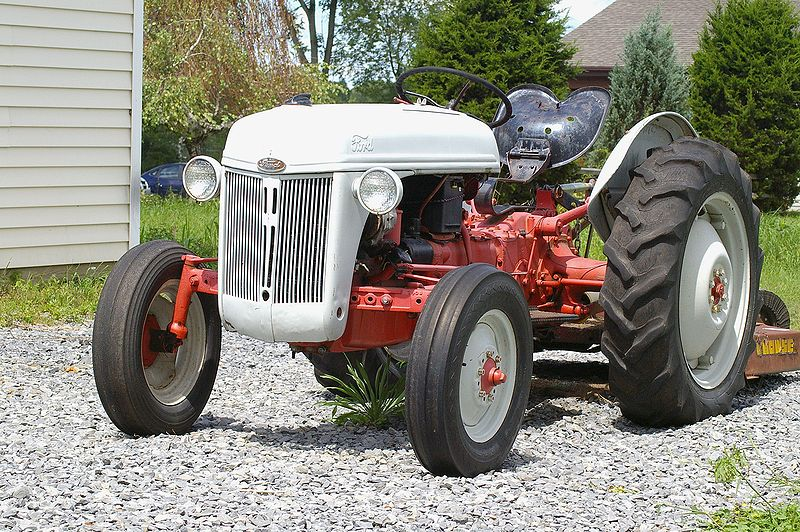 Ford-Tractor.jpg