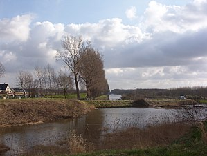 Vijfhuizen - View of the geniedijk, southern border of Vijfhuizen