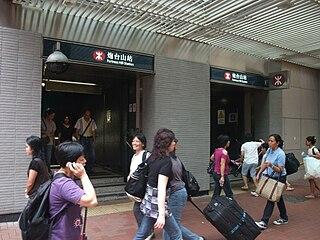 北港島線「換線方案」以炮台山站最受影響,因為這正是港島線一分為二的分水嶺——炮台山站將不能再直達毗鄰的天后站,故反對「換線方案」聲音最強烈的地區,正正就是炮台山一帶的居民。 (圖片:Minghong@Wikimedia)
