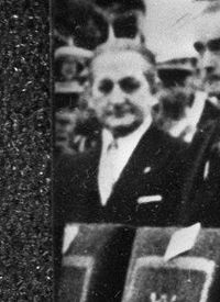 Franco met vrouw Dona Carmen Polo (rechts) links opvolger Prins Juan Carlos met (cropped).jpg